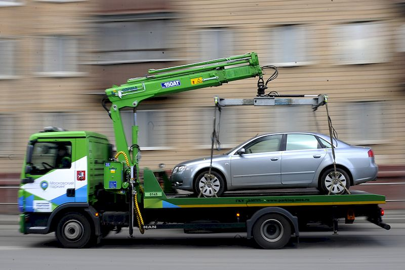 Эвакуация автомобиля: когда требуется и куда обращаться?