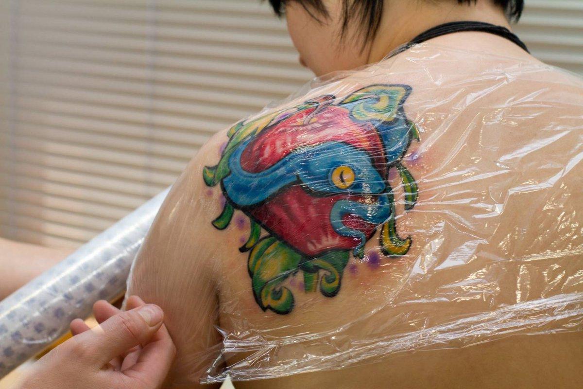 Уход за новой татуировкой