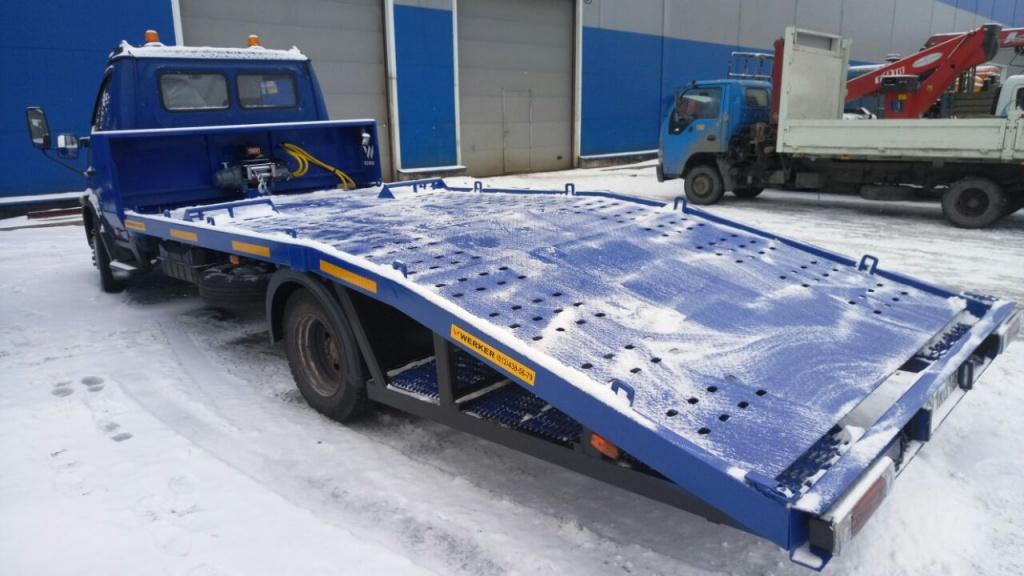 Эвакуатор с ломаной платформой: особенности конструкции и преимущества при погрузке